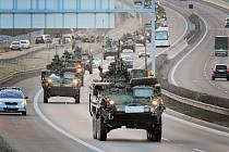 Americký konvoj na dálnici D5 nedaleko Plzně.