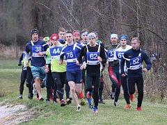 OD ÚVODU ZÁVODU udávali tempo vítěz hlavní kategorie Václav Beran (č. 78) a triatlonista a olympionik Přemysl Švarc (č. 62), vítěz kategorie nad 30 let .