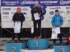 Kateřina Beroušková (na snímku vpravo) si užívá  bronzový úspěch v pohárovém závodě v Horních Mísečkách