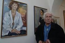 Malíř Stanislav Staněk na výstavě ke svým osmdesátinám před čtyřmi lety v Galerii Jiřího Trnky v Plzni