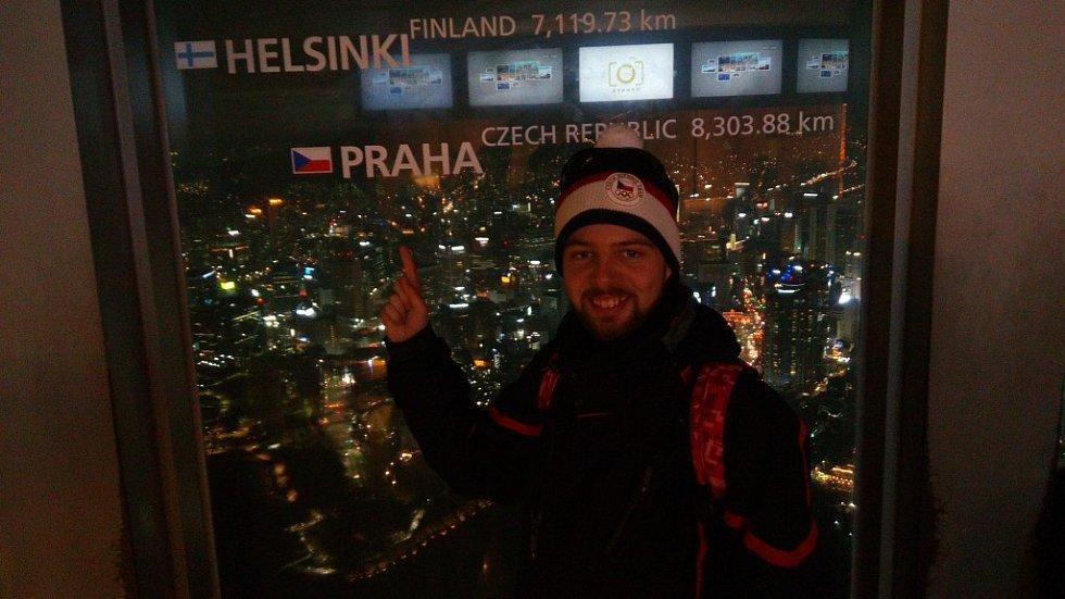 Když měl Marek Čech volné chvíle, trávil je cestováním. Na snímku je zrovna na rozhledně Seoul Tower.