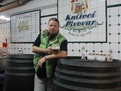 Sládek Milan Piller v zázemí Knížecího pivovaru v Plasích. To se nachází ve sklepení pod restaurací