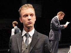 Richard Pekárek jako Ernst v představení Probuzení jara.
