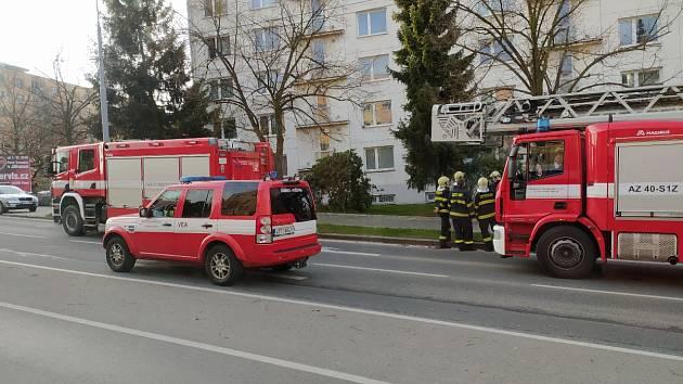 Zásah hasičů a policie v Těšínské ulici v Plzni