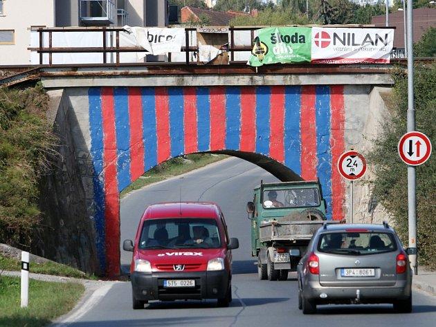 Železniční viadukt u Boleveckého rybníka