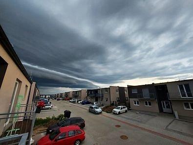 Sever Plzně těsně před bouří.