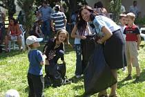 Na zahradě kláštera dominikánů se konala letní slavnost pro cizince