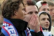 Fanoušci Viktorie Plzeň na náměstí Republiky v Plzni
