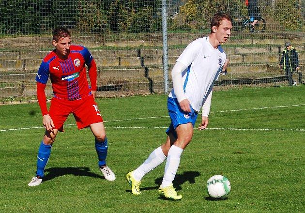 Posila z A týmu Diego Živulič (vlevo) pomohl svým výkonem juniorskému celku FC Viktorie Plzeň k domácí remíze 1:1 se Spartou.