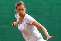 Tenistka Slavie Plzeň Klára Kopřivová postoupila na Ex Pilsen Wilson Cupu mezi poslední čtyři juniorky ve dvouhře, ve čtyřhře si zahraje finále.