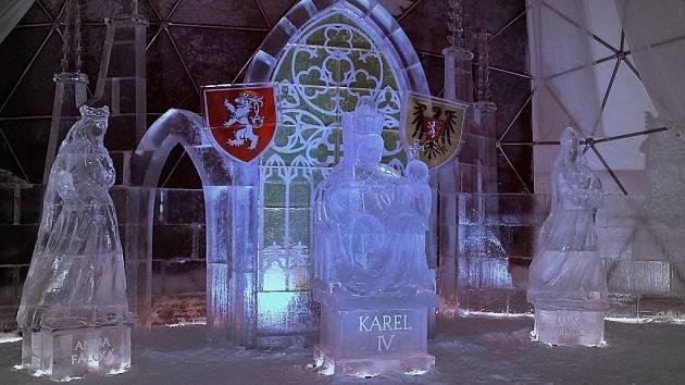 Ledárium ve Špindlerově Mlýně navrhl a spolu s dalšími sochaři vytvořil plzeňský umělec František Bálek
