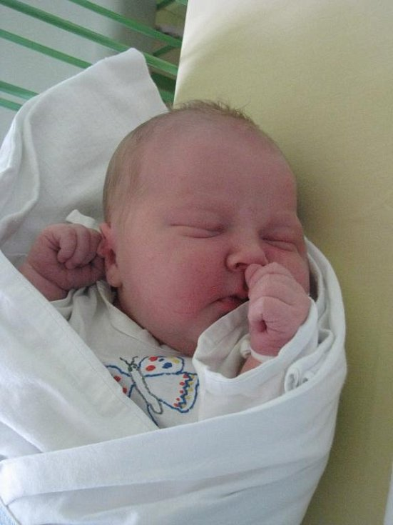 Martin (4,13 kg, 52 cm) se narodil 9. prosince ve 12:13 v Mulačově nemocnici v Plzni. Na světě jej přivítali rodiče Jaroslava a Petr Češkovi z Podmokel. Doma se na brášku těší jedenáctiletá sestřička Veronika