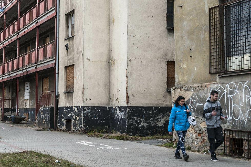 Kvůli výstavbě východního okruhu by mohl být pavlačový dům na Jateční ulici za pár let srovnán se zemí.