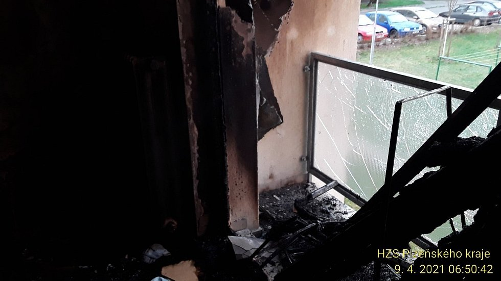 Požár v bytovém domě v plzeňské ulici Ke Kukačce.
