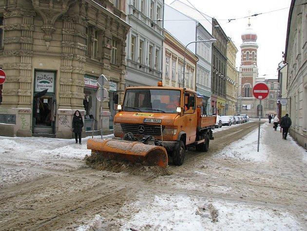 Plzeňské ulice po vydatném sněžení - Prešovská