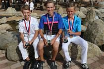 Trojice talentovaných golfistů Dan Haváček, Petr Hrubý a Lukáš Janda (zleva) se po úspěchu na červencovém mistrovství ČR prosadila i na prestižní Národní golfové tůře