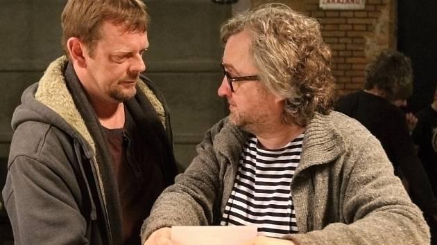 Jan Hřebejk a Martin Stránský během natáčení nového seriálu pro Českou televizi