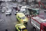 Střet nákladního auta a tramvaje u Košutky v Plzni.