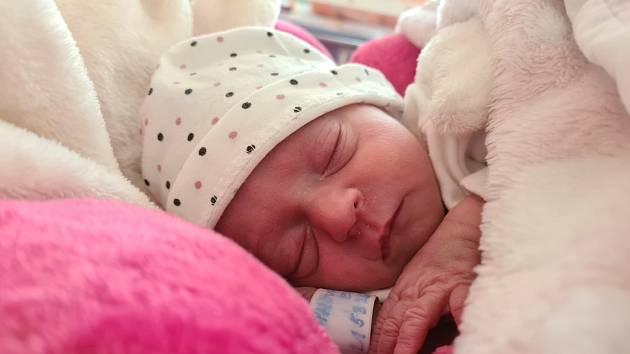 Emma Bláhová z Klatov se narodila ve FN Lochotín v Plzni 26. března v 11:17 hodin (1750 g, 44 cm). Tatínek Adam byl mamince Sandře během příchodu na svět jejich první dcery nablízku.