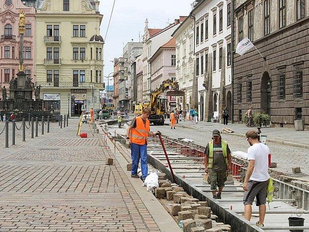 Rekonstrukce tramvajových kolejí na náměstí Republiky
