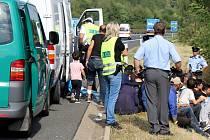 Zadržení uprchlíci na dálnici D5 nedaleko Plzně.