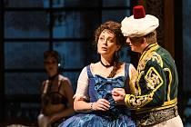 Jana Piorecká a Daniel Matoušek v opeře Italka v Alžíru. Dílo Gioachina Rossiniho se na jeviště plzeňského Divadla J. K. Tyla vrací po téměř padesáti letech.