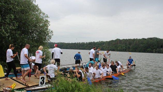 Dračí lodě na přehradě