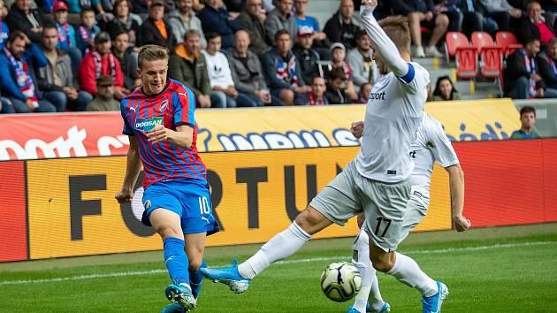 Jan Kopic a sparťanský kapitán Martin Frýdek v podzimním zápase v Plzni (1:0).