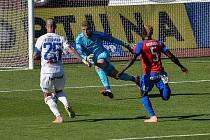 PREMIÉRU v dresu plzeňské Viktorie si brankář Jindřich Staněk odbyl loni v červenci v Ostravě proti Baníku (0:0).