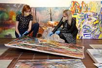 Instalace obrazů, fotografií a grafik plzeňských výtvarníků pod názvem Jsme stromy na valečce Pivovarského muzea v Plzni. Výstava je součástí muzejní expozice.
