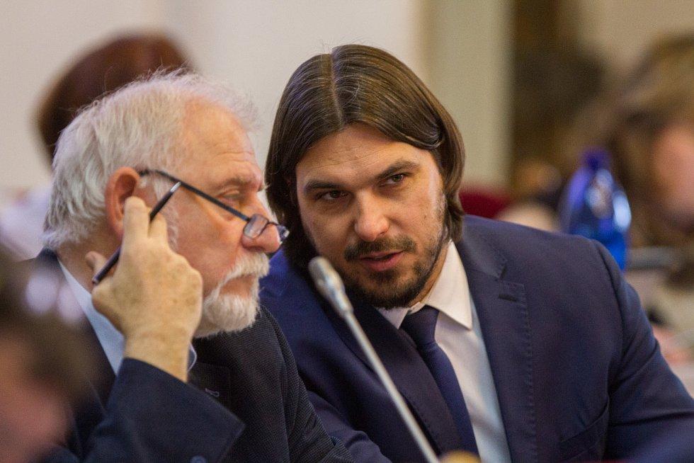 Radní Dvořák rezignoval, jeho nástupcem byl zvolen Petr Chvojka
