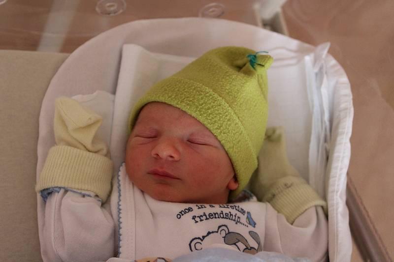 Alex Tomanov (2490 g, 46 cm) se narodil 29. června ve 13:59 ve Fakultní nemocnici vPlzni. Na světě svého prvorozeného syna přivítali maminka Katarina a tatínek Ivan z Tlučné.