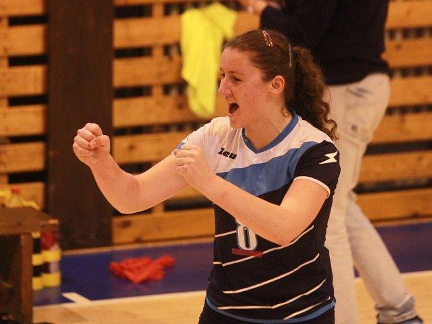 Často se takto radovaly  plzeňské volejbalistky (na snímku Andrea Šmídová) ve vítězných  duelech s MS Brno