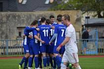 Fotbalisté Tachova (v modrém) porazili Klatovy 3:1.