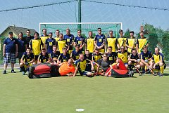 PŘED VZÁJEMNÝM DUELEM ve finálové skupině extraligy společně zapózovali hráči obou litických týmů.