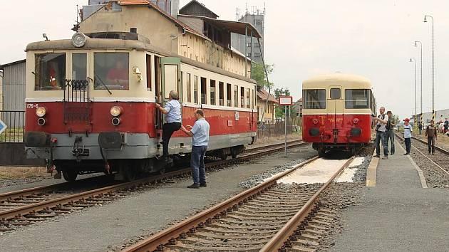 Výročí trati Rakovník – Mladotice připomněly historické motoráky 820.100 a 830.076