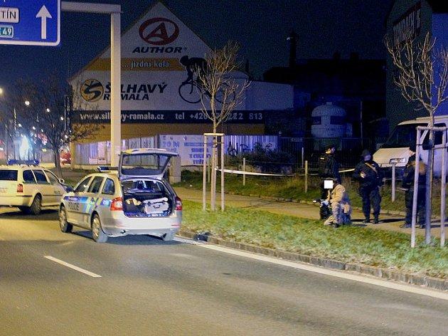 Vyšetřování policie na místě střelby v Přemyslově ulici v Plzni