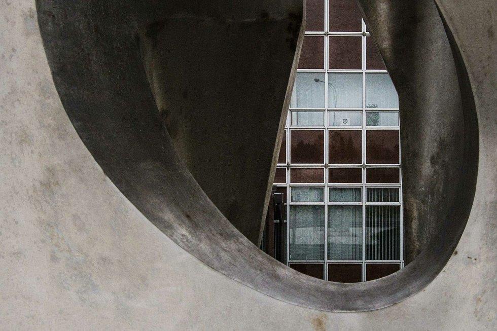 Objekt byl součástí budovy Krajské správy komunikací v Plzni, kde dnes sídlí společnost Telefonica.