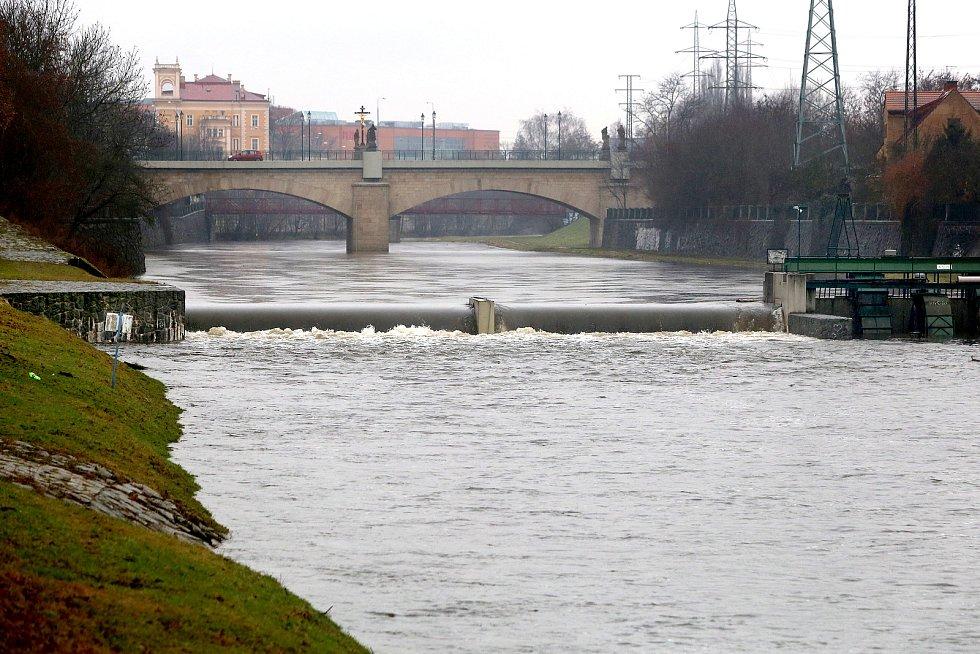 zvednutá hladina soutok řeka Radbuza Saský most