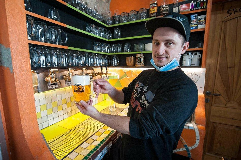 Stodolní desítka. Styl: světlé výčepní pivo, chmely: Bohemie/ŽPČ, stupňovitost: 10° plato, alkohol: 4% obj., hořkost: 28 IBU