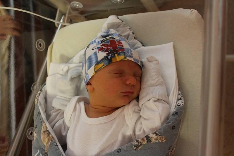 Damien Fenik (3780 g, 51 cm) přišel na svět 25. září ve 4:35 ve FN Lochotín. Rodiče Kateřina a Jan z Plzně věděli dopředu, že druhorozené miminko bude kluk. Doma na brášku čekala Lilien (2,5).