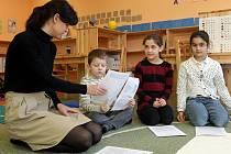 Vysvědčení si odnesli také Šimon, Anna a Valerie ze Základní školy Montessori v Plzni