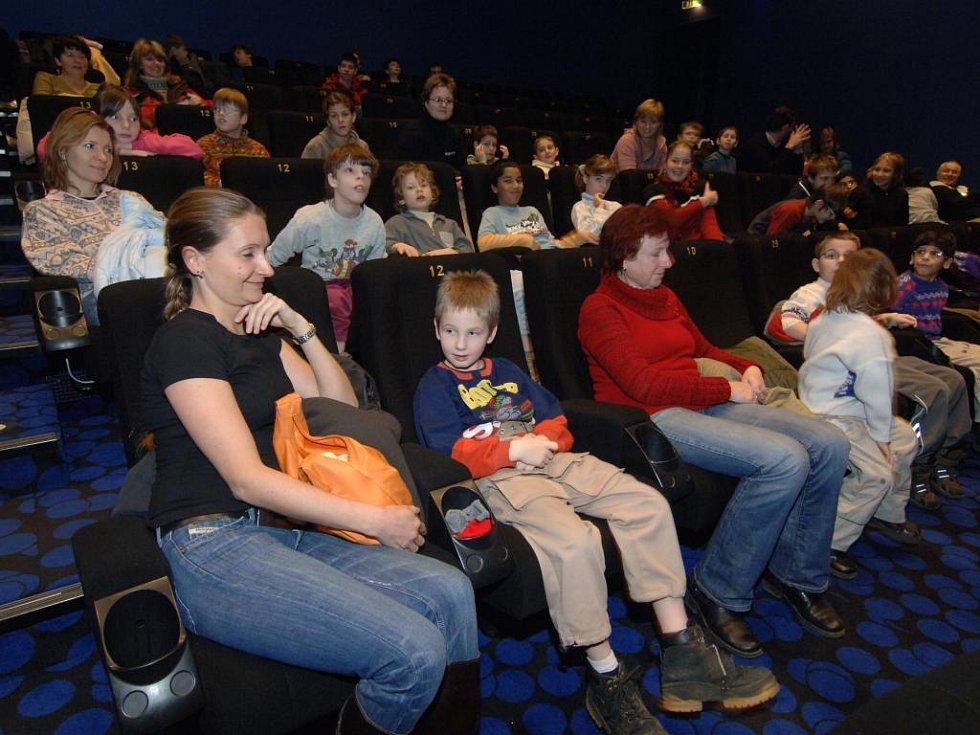 Děti v sále se před začátkem na film hodně tešily