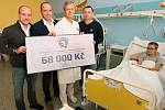 Díky dražbě dresů plzeňských hokejistů získalo dětské oddělení Kliniky ortopedie a traumatologie pohybového ústrojí ve Fakultní nemocnici Plzeň tři speciální polohovatelná lůžka.