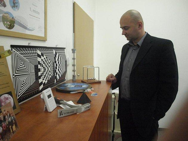 Vlastimil Volák ve své kanceláři