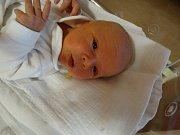 Jáchym Stockert se narodil 19. prosince v9:13 mamince Petře a tatínkovi Danielovi zPlzně. Po příchodu na svět vplzeňské FN vážil bráška dvouleté Miriam 3820 gramů a měřil 53 centimetrů.