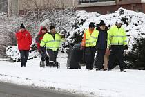 V noci na pondělí Plzeň zasypala další sněhová nadílka. Policisté jen v pondělí dopoledne vyjížděli k deseti nehodám