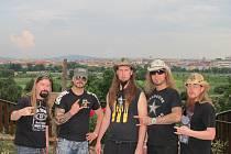 Sabaton se poprvé zúčastnili plzeňského Metalfestu v roce 2011 a takhle se vyfotili s Plzní za zády. Zpěvák Joakim je druhý zleva.
