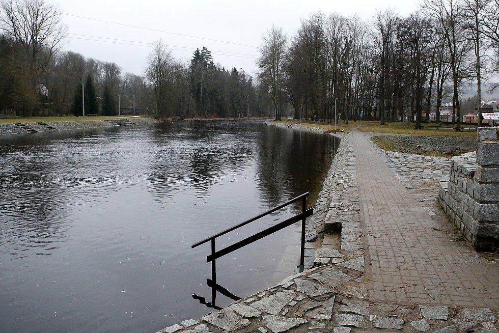 zvednutá hladina řeka Otava Sušice Na Fufernách