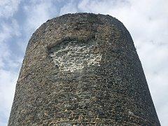 Východní hradní věž Radyně.